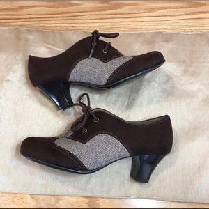 Aerosoles Oxford laced pump heels
